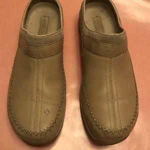 Tan Columbia leather clog Size 10